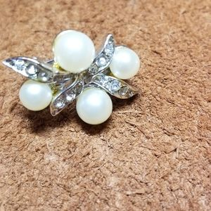 Unknown Jewelry - Vintage Clip On Earrings